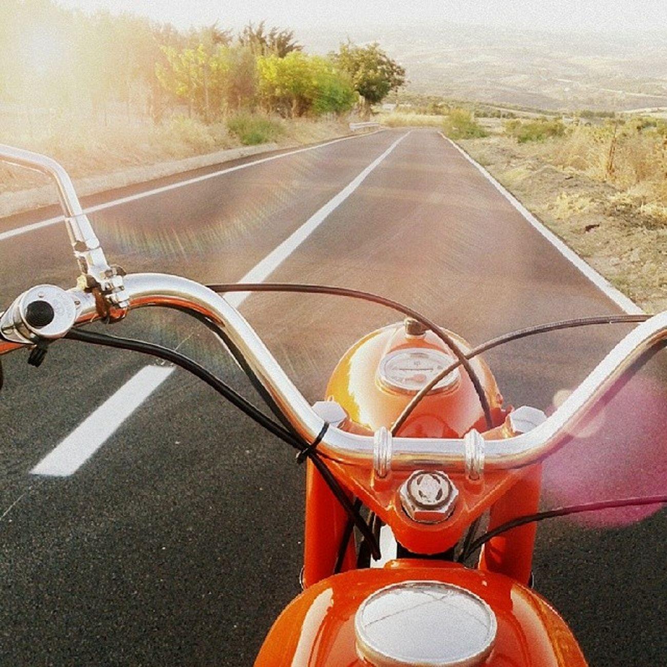 Gilera 125  Gilera125 Epoca moto motoepoca motodepoca motocicletta motociclettadepoca motorcicle vintage vintagemorcicle sicilia sicily montaperto agrigento strada street