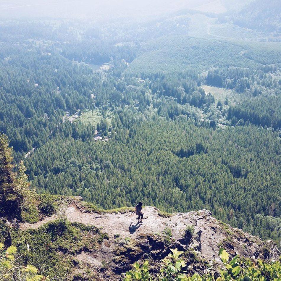 Prancing around in the sun 😀🎶 || Nature Gtfoutside Hiking Hikingpnw pnw pnwisbest northwestadventure vscocam adventureisoutthere 📷:@wayoftay