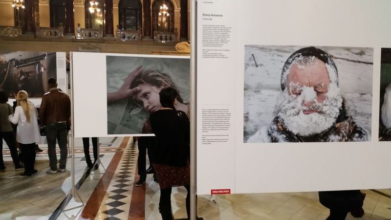 Worldpressphoto Budapest People Photography People And Photography Observing