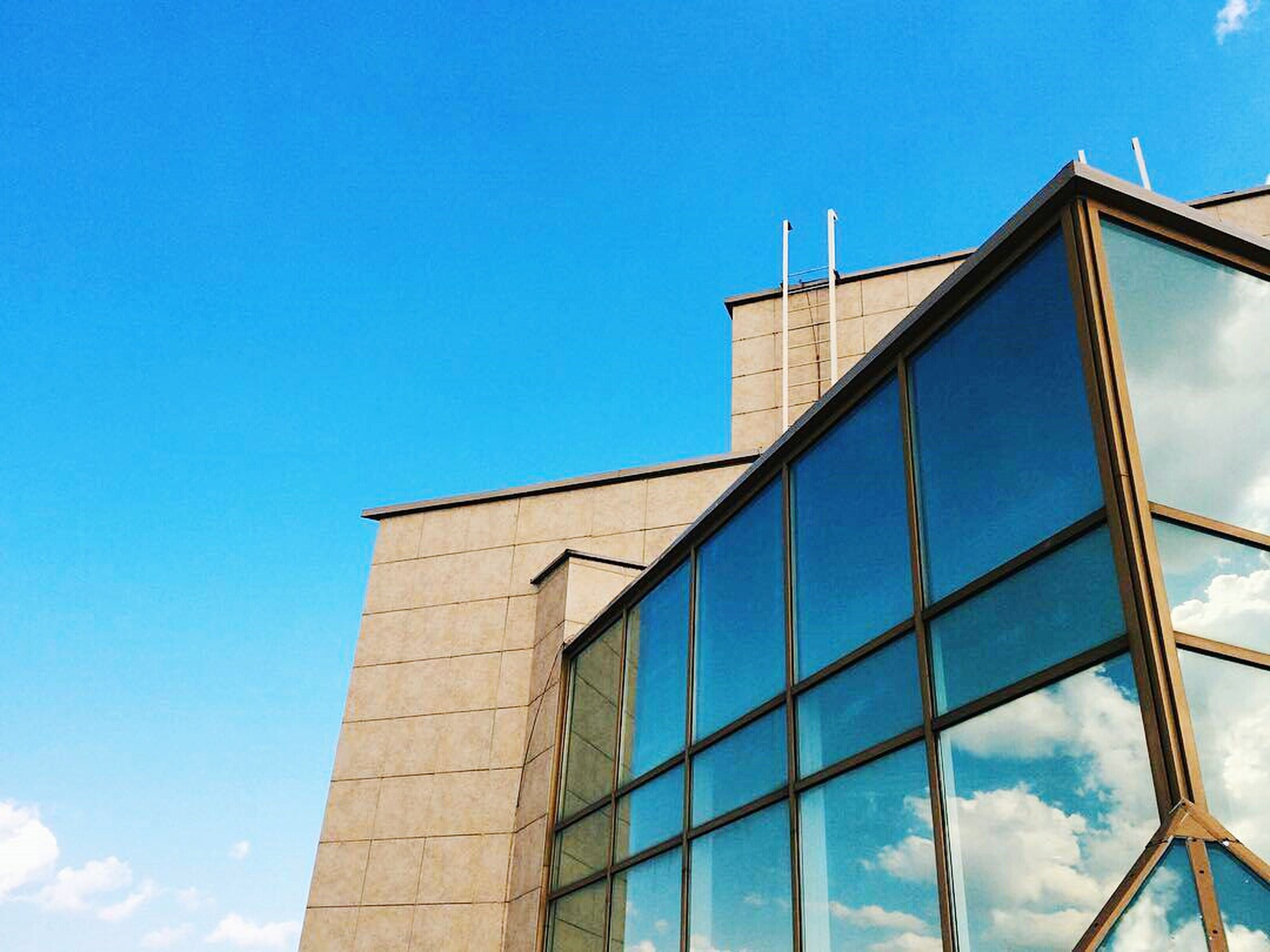 low angle view, architecture, built structure, blue, building exterior, clear sky, sky, day, tower, building, outdoors, sunlight, high section, copy space, tall - high, no people, modern, city, window, glass - material