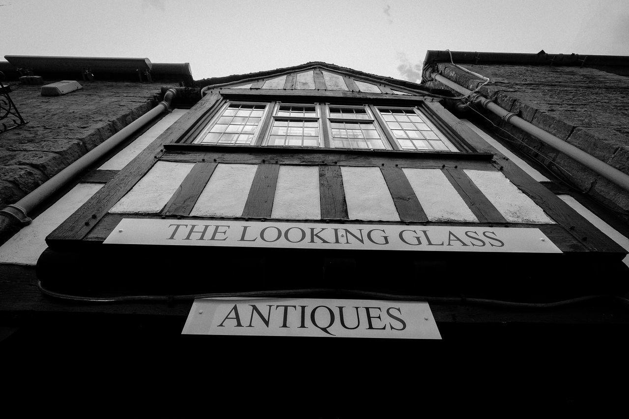 Tudor House Tourist Lookingup Blackandwhite Antique Shop