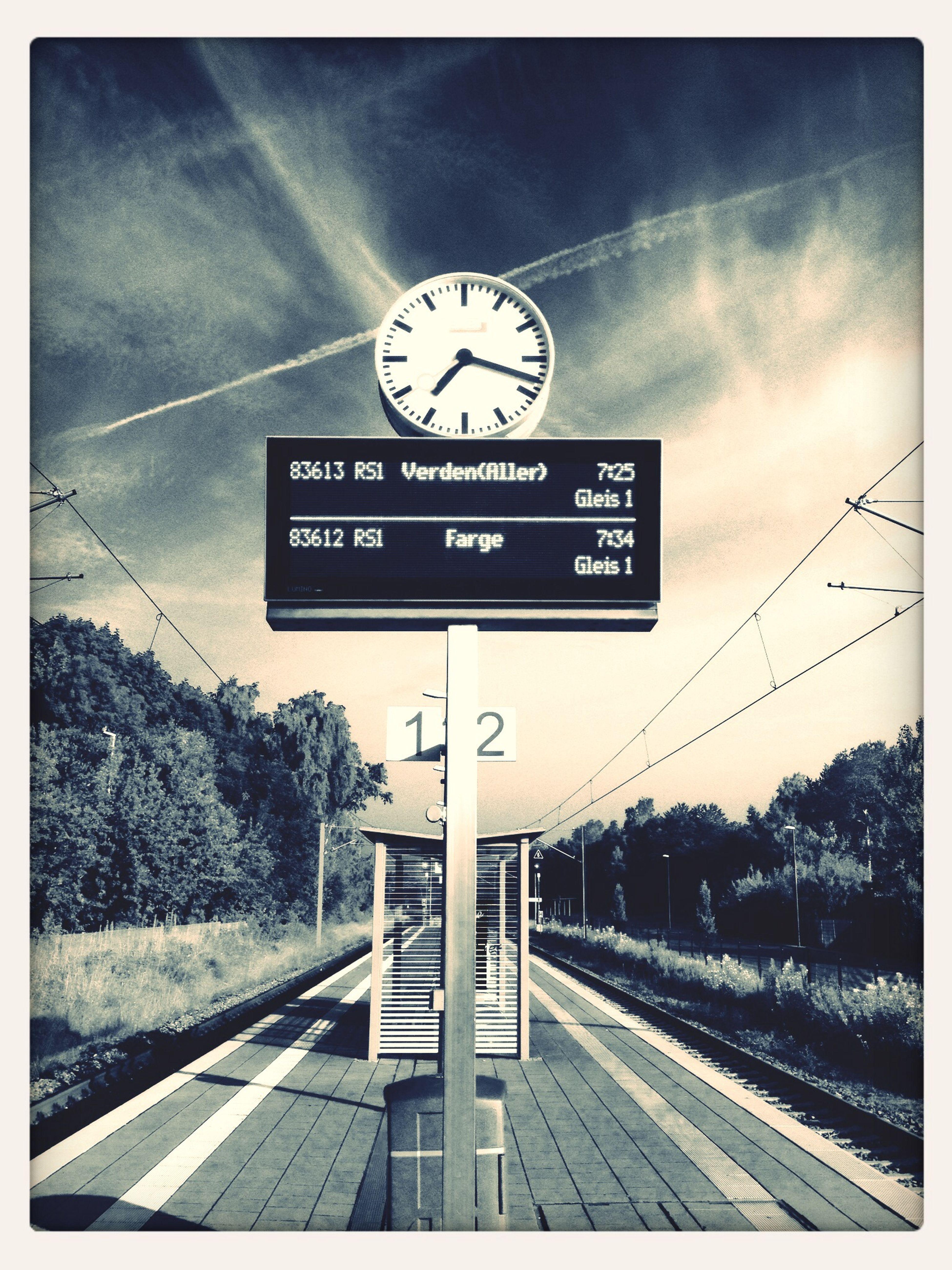 Train Station Bremen - Aumund Clock Waiting