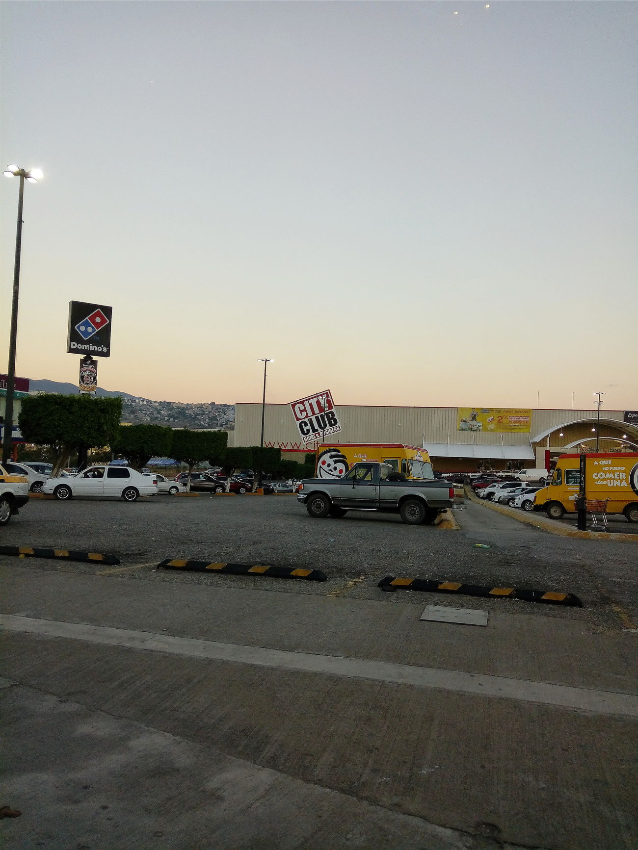 Sunset Day People Phoyography Afternoon Shops Cars Mexico
