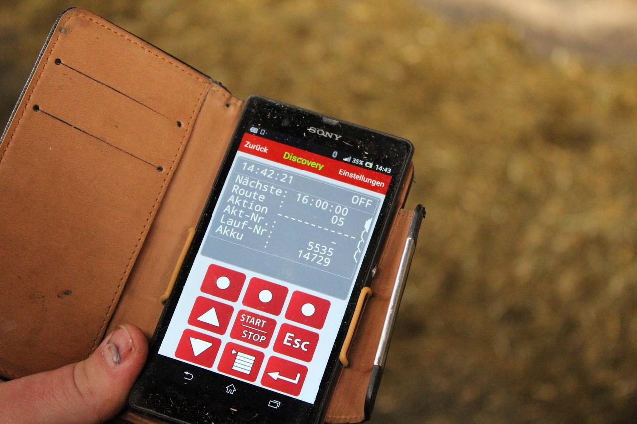 Moderne Landwirtschaft Dank App (hier für den Spaltenroboter) Moderne Landwirtschaft Modern Farmhouse Bauernhof Spaltenroboter Scraper Robot