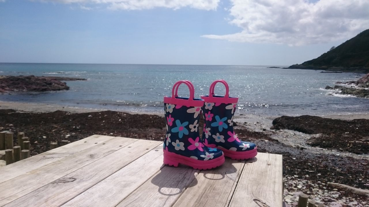 Sea Outdoors Beach Day Horizon Over Water Water Wellington Boots Wellies  Florals Sleep Time Beer O'clock Holiday Cute 3XSPhotographyUnity EyeEm Best Shots Capture The Moment 3XSPUnity Reflection Tree Blue No Filter, No Edit, Just Photography Bench Picnic Table Glistening Sweet Moments