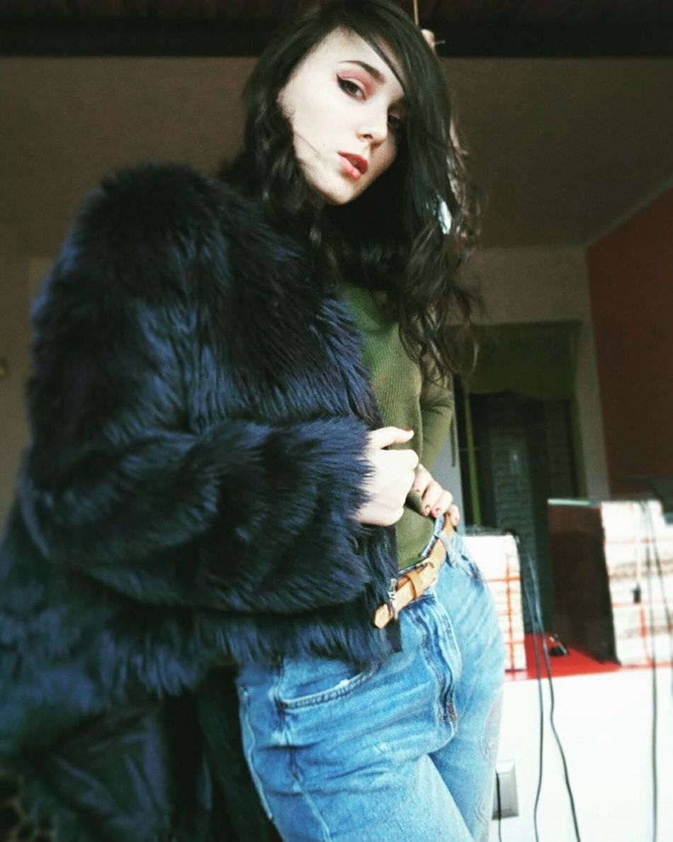 Fur Fashion One Person Glamour Fur Coat Only Women Beautiful Woman Warm Clothing Adult Adults Only One Woman Only Beauty Beautiful People People Elégance Luxury Jacket Arts Culture And Entertainment Young Adult Young Women