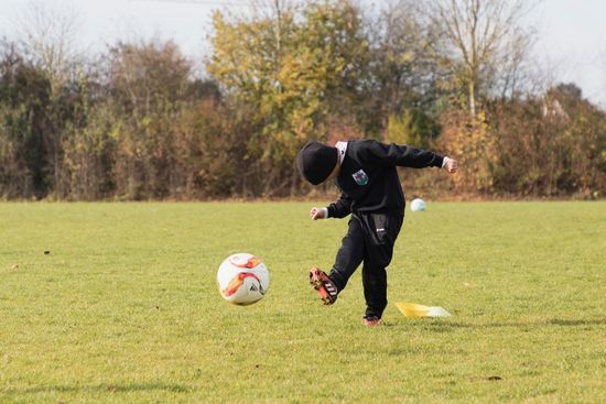 Fussball Ball Boy Calcio Concentration Day Dedication Full Length Giveyourbest Grass Hobby Junge Leisure Activity Lovingit One Person Outdoors Pallone People Playing Ragazzo Real People Schuss Soccer Soccer Ball Sport