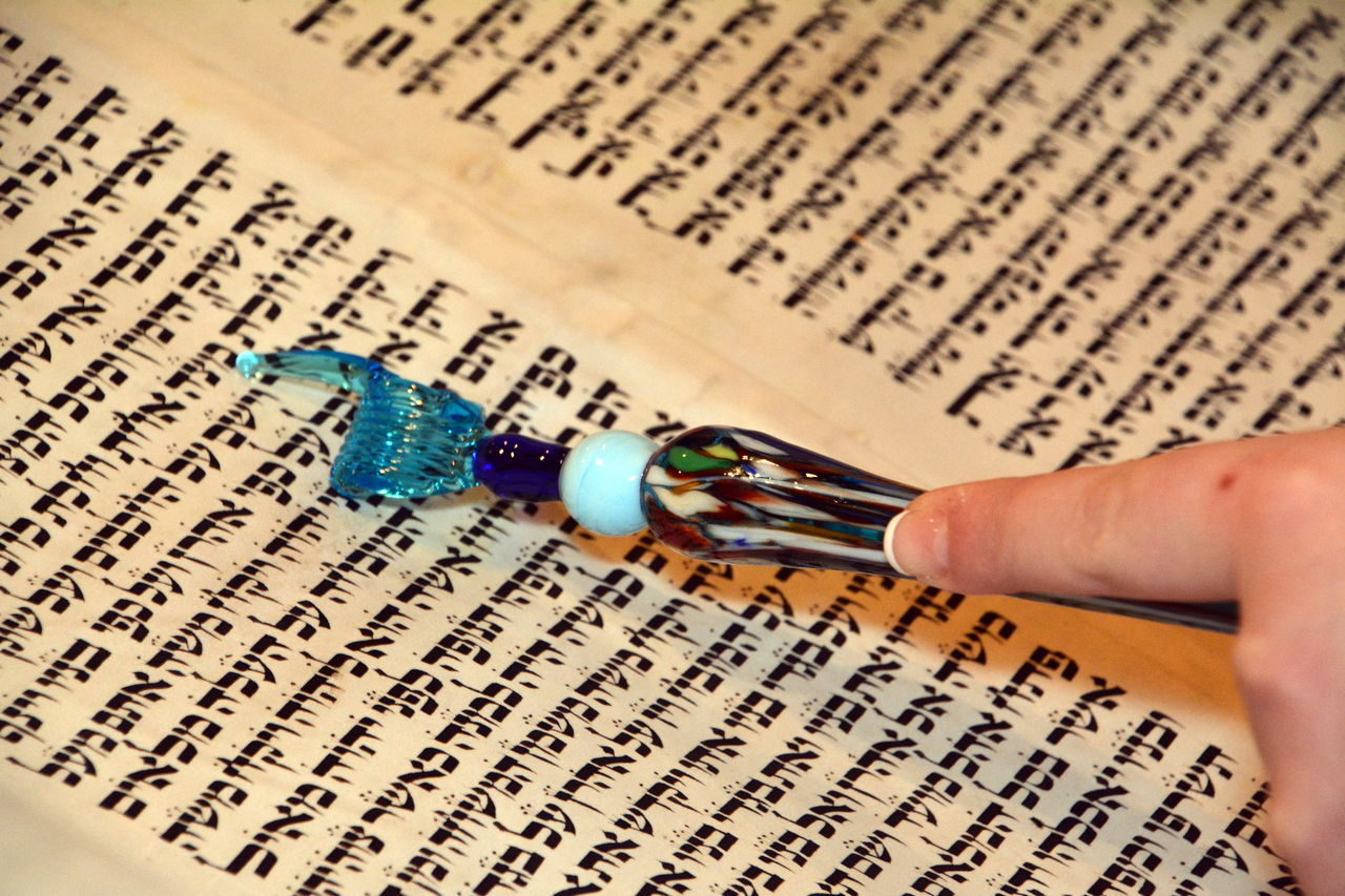 Hebrew Holiday Jewish Pointer Scroll Torah Writing
