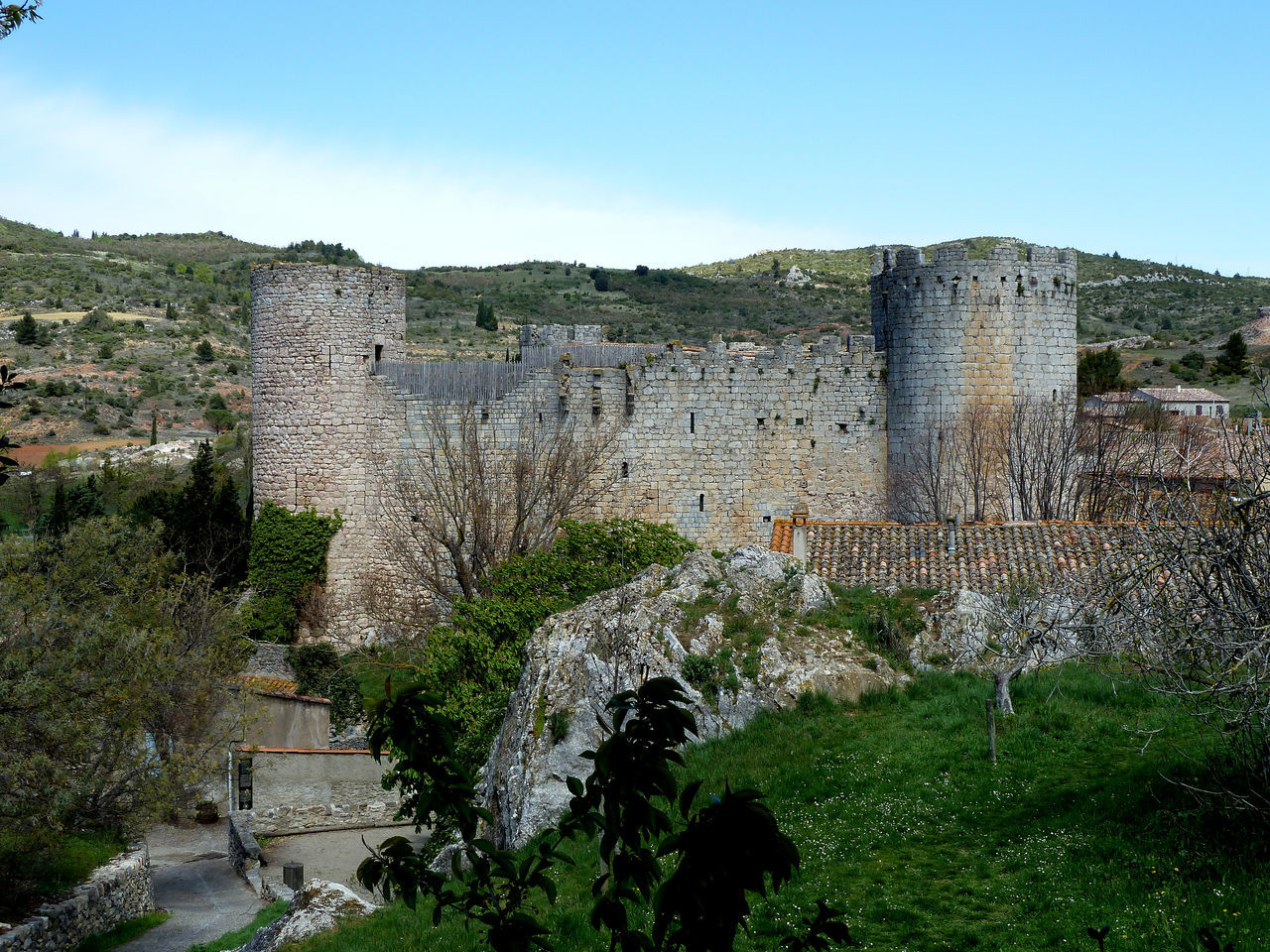Reminds me the Old Age when the Catholic Church beside the french King were fighting against the church of Satan, the Cathars in this aera, South of france Albigensian Ancient Aragón Castle Castles Cathar Cathar Castles Cathar Country Catharism Cathars Catholic Church Citadel Citadels Crusade France King Languedoc Old Age Old Architecture Ruin Ruins Satan South Treaty Of The Pyrenees