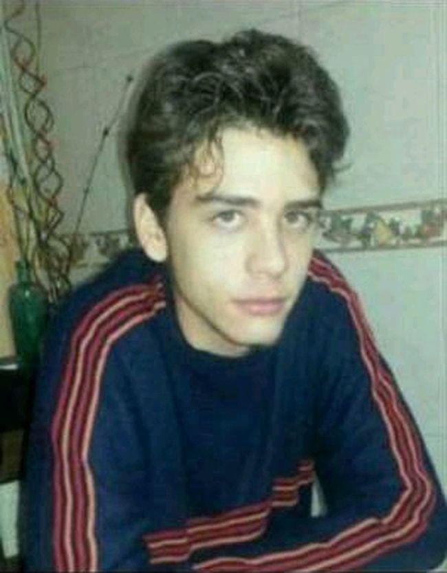 Él, la persona más linda de este mundo, hoy esta cumpliendo sus 18 años. Nada me pone más FELIZ!! FelizCumpleañosBonito♡