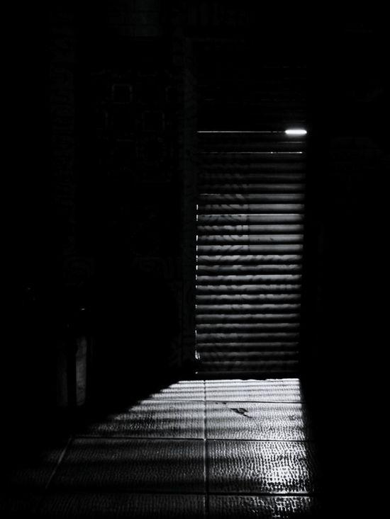 آنجا چراغی روشن است در Light Night Lights Night Nightphotography Hope Door نور شب