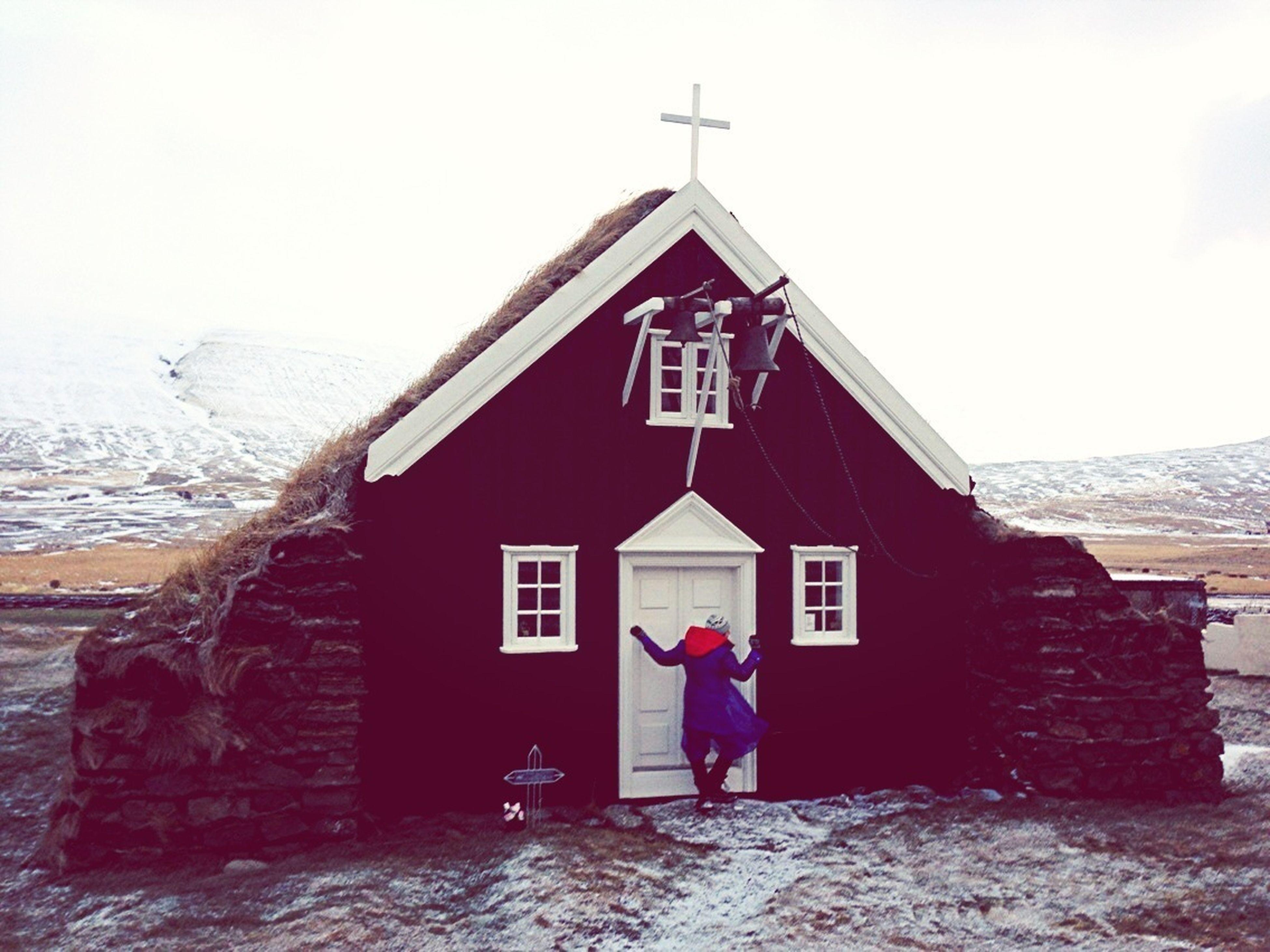 Butoh improvisation in Saurbær (Iceland. Gustavo Thomas © 2012)
