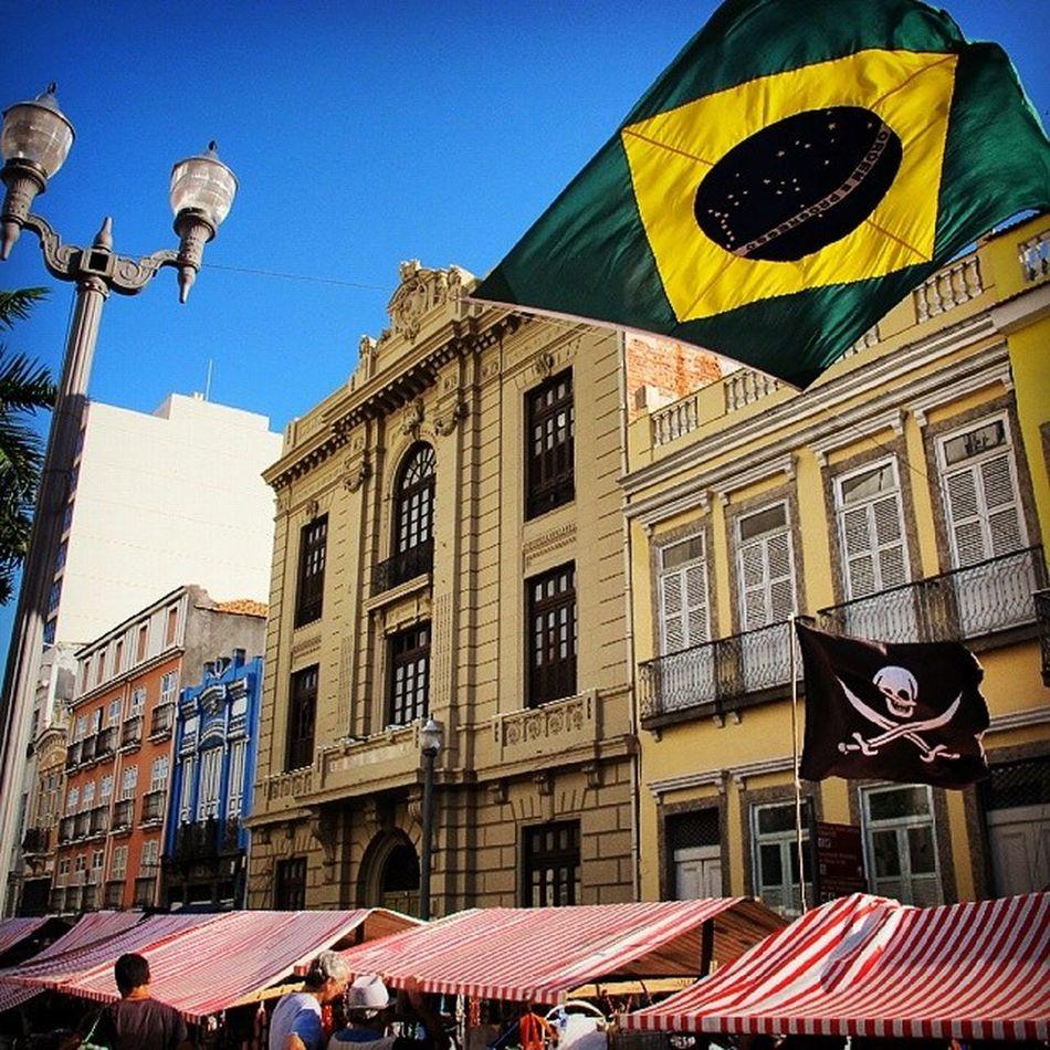Brasil! Cuidado com os piratas da bola! BuildingPorn Streetphotography Architecturephotography Windowlovers Streetporn Yellow Pirateflag Old Buildings Riodejaneiro