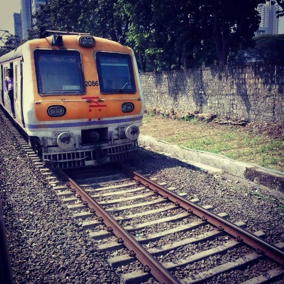 Indianrailways Instamumbai Virarlocal Tracks Piggyontherailway Travelling Modeoftransport Trains Crowded Fast InstaFast Instadaily