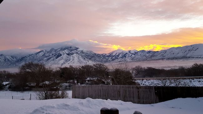 God's morning beauty It's Cold Outside Beautiful Sky Backyard View Heaven's Sunrise Sunrise Mountains And Valleys