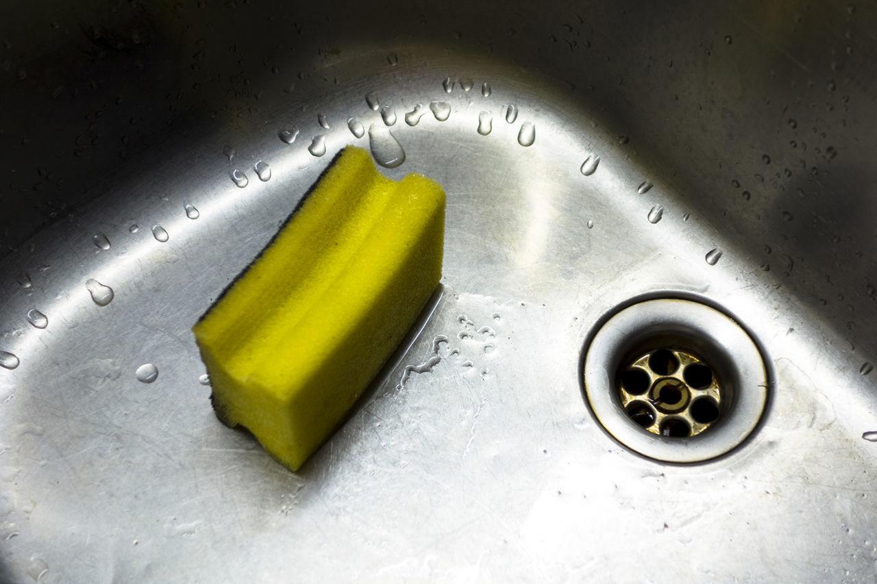 Close-up Composition Detail Dishes Dishwashing Drops Indoors  Interior Kitchen Kitchen Sink Kitchen Sponge Kitchen Utensils Object Single Object Sink Sponge Steel Still Life Washing