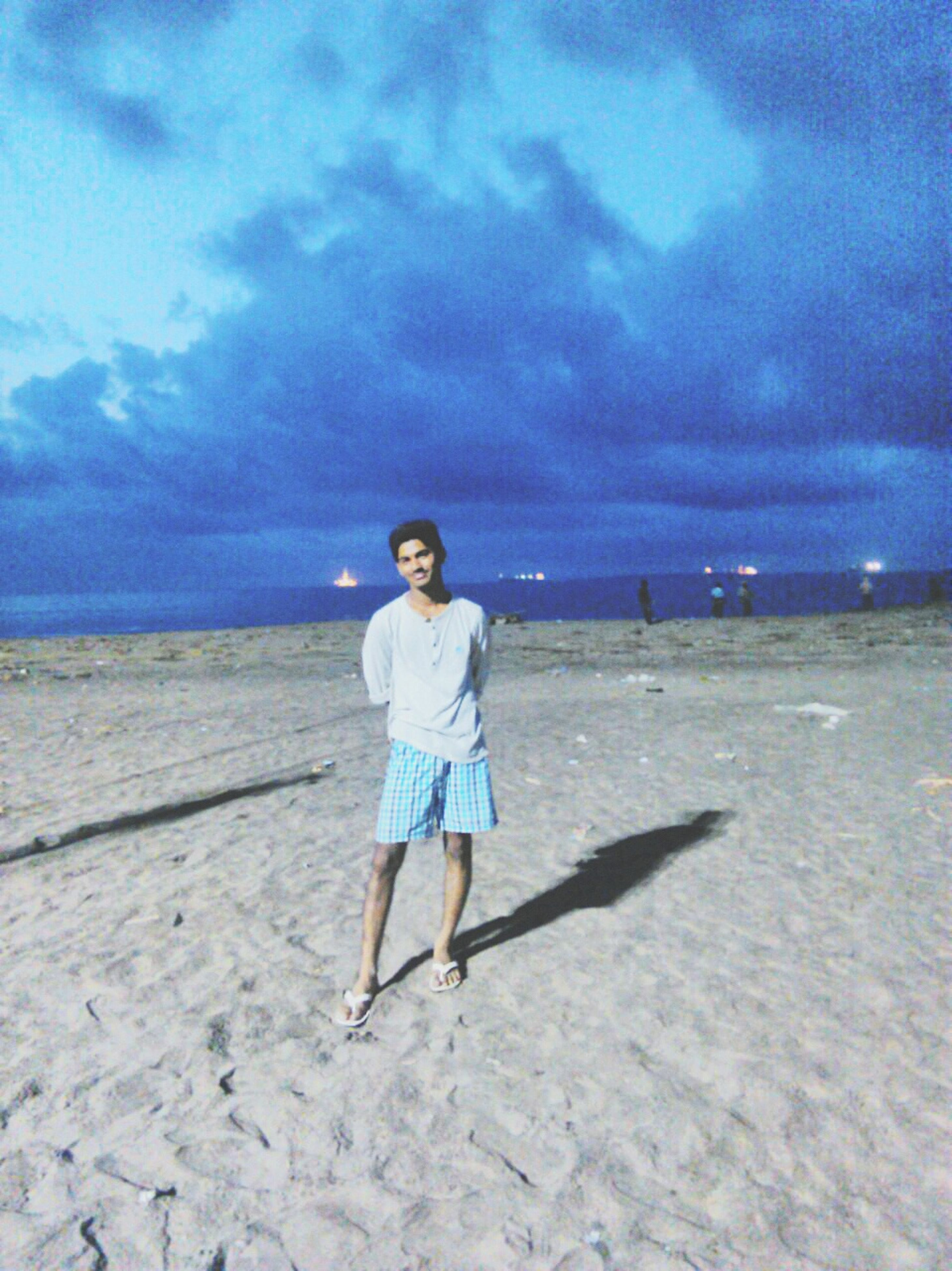 full length, sky, cloud - sky, beach, sea, lifestyles, casual clothing, leisure activity, rear view, horizon over water, shore, standing, cloudy, water, tranquility, tranquil scene, beauty in nature, nature