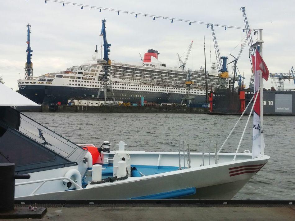 Queen Mary Queen Mary 2 Hamburg Dock Trockendock Reparation Hamburg Harbour Harbour