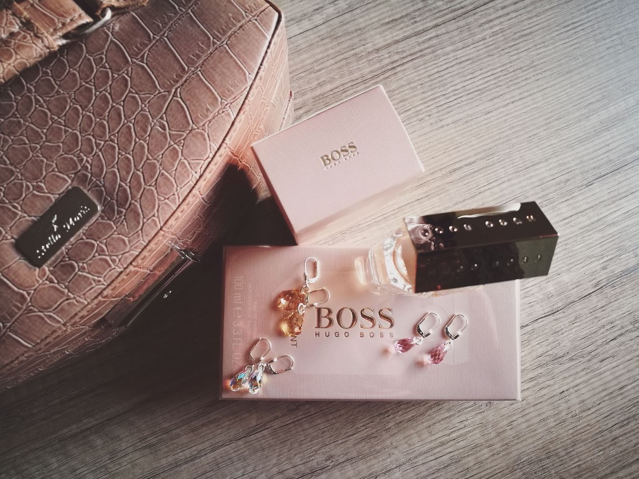 Hugo Boss Parfume Style Box Case Accessoires Woman Accessories Lifestyle Lifestyles Jewelry Box Large Group Of Objects Hugoboss Parfum Luxury Feminine Style Femininity Accesories Feminine  Close-up Beauty From Above  Styling Fragrance Fragrant Fragrances