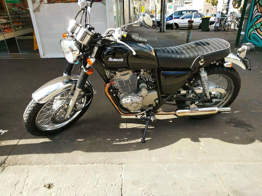 Hipster motorcycle Caferacer SmithStreet Sol Invicta Nemises 400cc