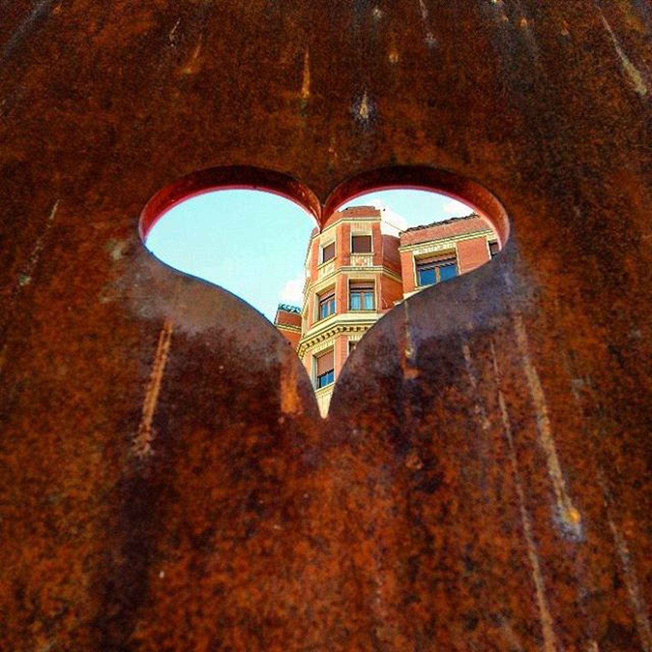 Corazones, viejos terrenos por edificar. 💗🏢 Laalhondiga Bilbao Instagram Instadailyphoto Instamood Oxidado