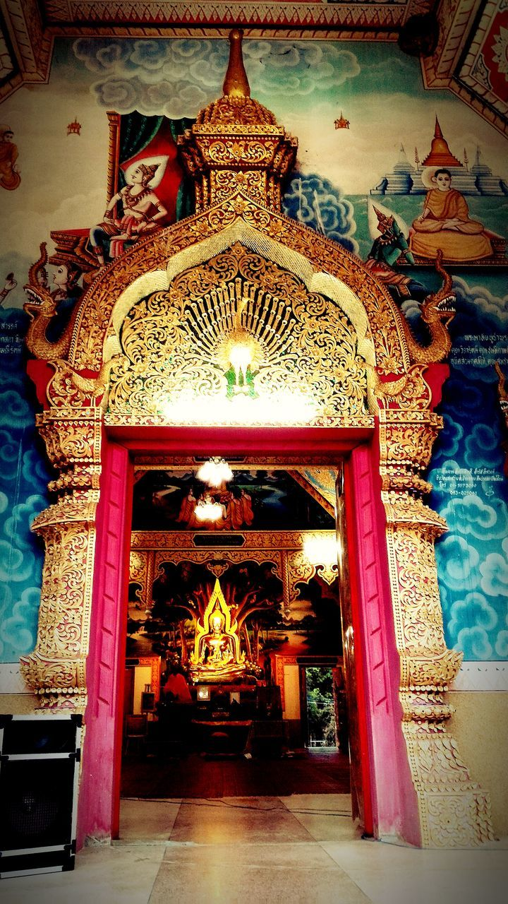 architecture, spirituality, ornate, built structure, indoors, religion, place of worship, statue, no people, gold colored, multi colored, sculpture, day