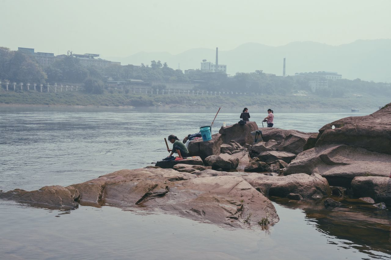 The Great Outdoors - 2016 EyeEm Awards River Washing Washing Clothes By Riverside People Gathering Sense Of Place Place Attachment Hanging Out Enjoying Life People And Places Jia Ling River Chongqing