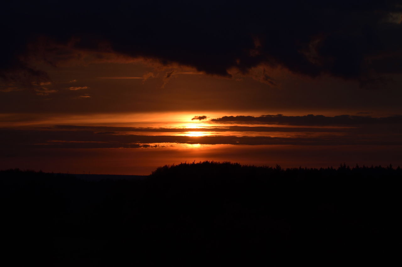 Sunset In Germany Sunset And Clouds  Sunsetporn Sunset #sun #clouds #skylovers #sky #nature #beautifulinnature #naturalbeauty #photography #landscape Sunset Silhouettes Sunset_collection Sunset Sonnenstrahlen Sonne Sonnenuntergang Nikon Nikonphotography Nikon D5500 Sunset In Germany