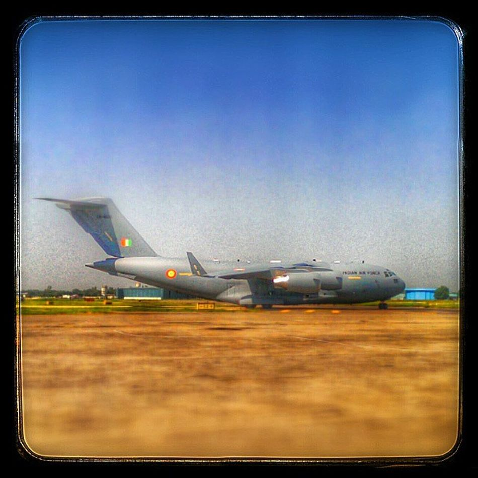 Indian Airforce C17 Globemaster Taxying in at Delhi Airport Megaplane C -17 Boeinglovers Boeing IAF Airdefense Airplane_lovers Airplane Airportlifestyle Piloteyes Crewlife Airlinepilot Airbus_boeing Taxytrack Aviation Aviationfreaks Avgeek Avnerd planespotterpro