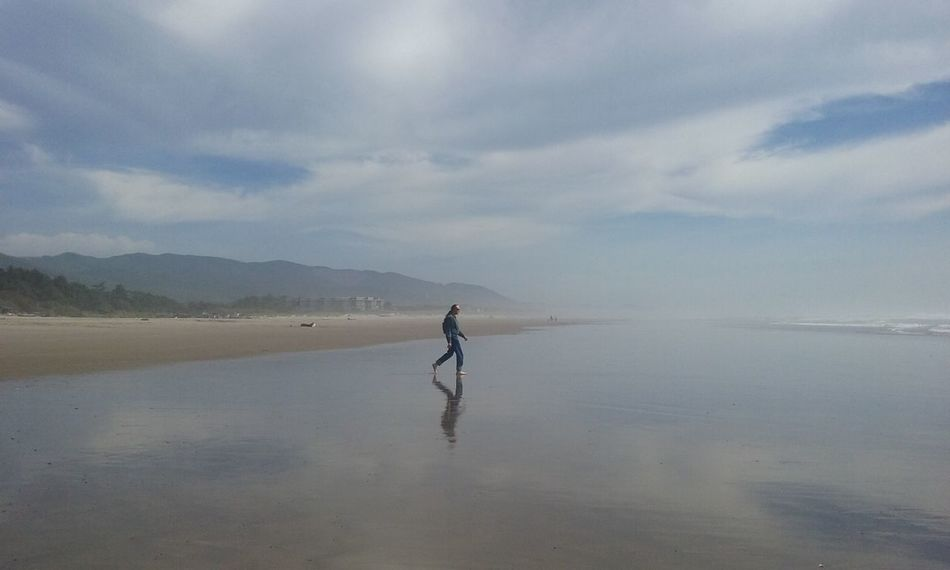 Nature Photography Beachphotography Alien In Cloud? Randomclick Manhattan Beach Some Dude
