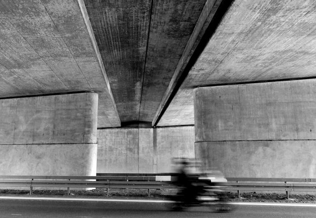 Movimento On The Way Feel The Journey Motoring Motion Speed Need For Speed Unterwegs Schnell Good To Go Building Autobahn Fast Car Monochrome No People Viaduct Viadukt Unterführung Motorcycle Motorbike Motion Blur Motion Capture Architecture