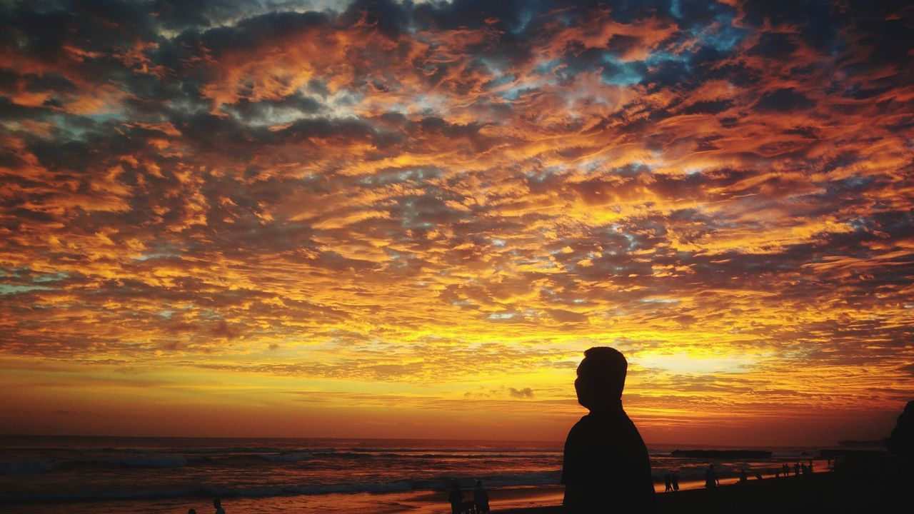 sunset, orange color, beauty in nature, silhouette, sky, scenics, nature, cloud - sky, real people, sea, one person, tranquil scene, tranquility, horizon over water, beach, sun, water, lifestyles, women, outdoors, leisure activity, standing, people