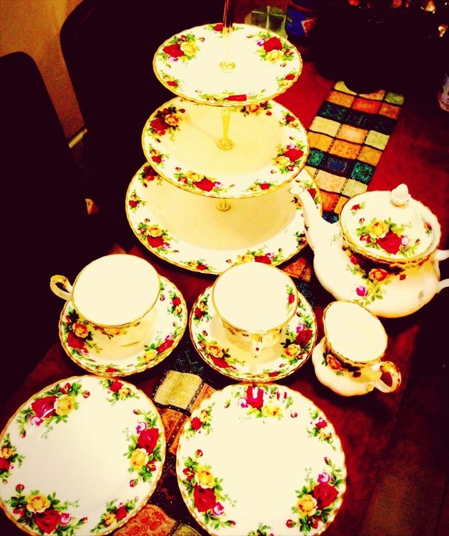 My birthday gift last year... Old Country Rose Style Royal Doulton - touched my heart !  Food And Stuffs