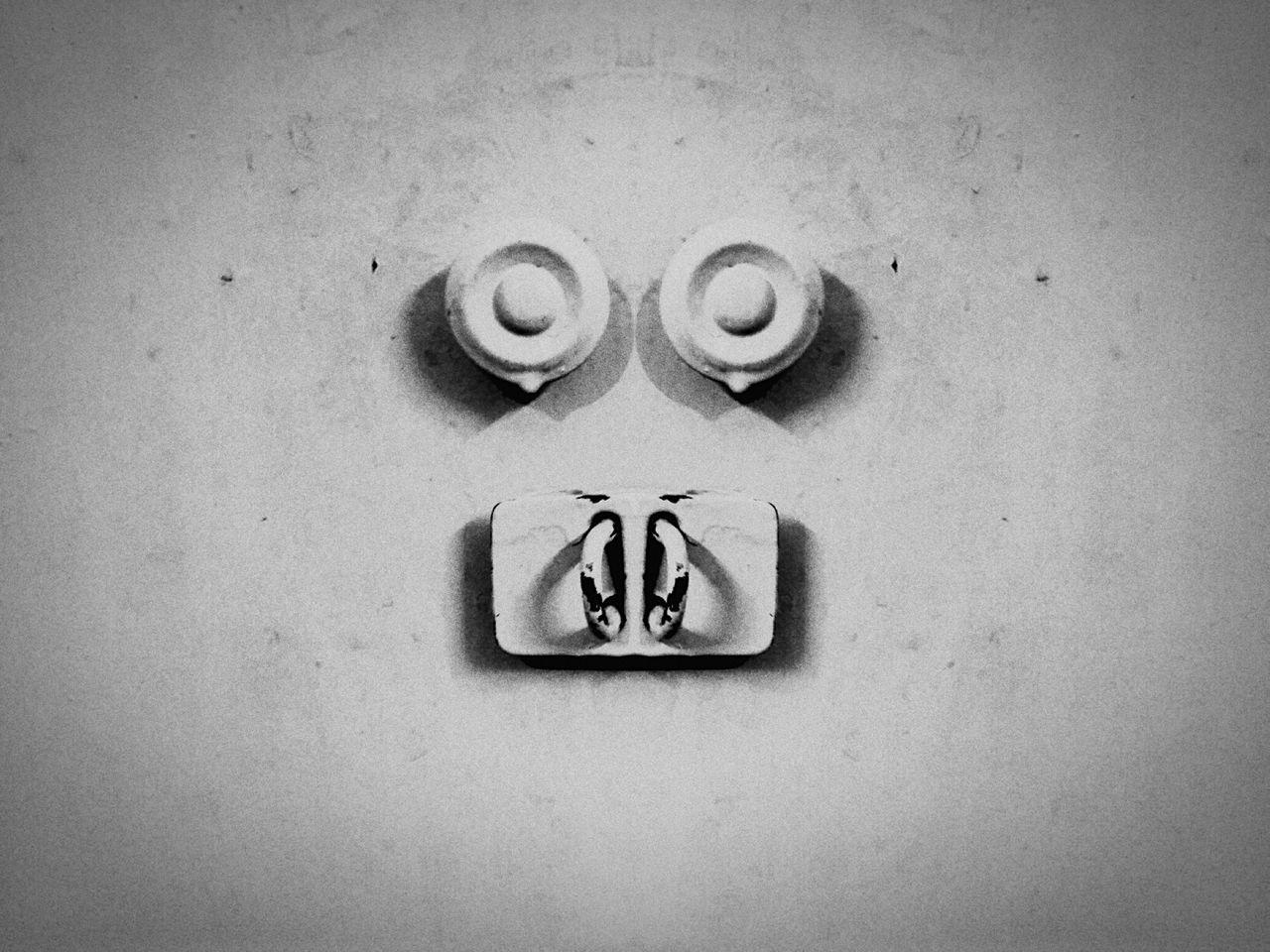 No People No Human Face Eyem Gallery Eyembestshots Home Latch Button EyeEmNewHere EyeMe Knob Face Creative Shots Knobs EyeEm Best Shots Eyes Indoor Photography Designs Popular EyEmNewHere EyeEm Gallery Close-up Illusion Confusion. The City Light