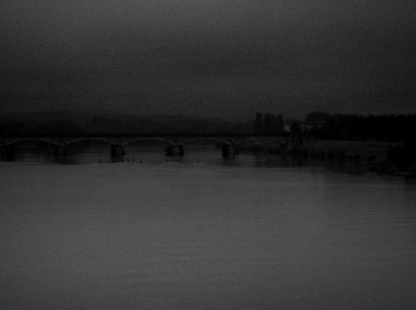 Bring Me The Horizon Variation Bridge Aviron Clous And Sky Monochrome Photography Amateurphotographer  Water Reflections ça Penche je vais arranger la chose...