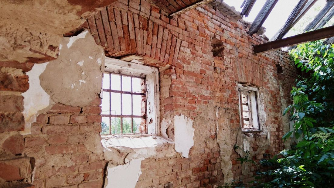 Made by Sony Xperia M4 Aqua Ancient Architecture Broken Glass Hussar Barracks Roof Rooftop Russian Military Szombathely Abandoned Abandoned Buildings Bricks Broken Dust Empty Hussar Left Old Old Buildings Soviet Army