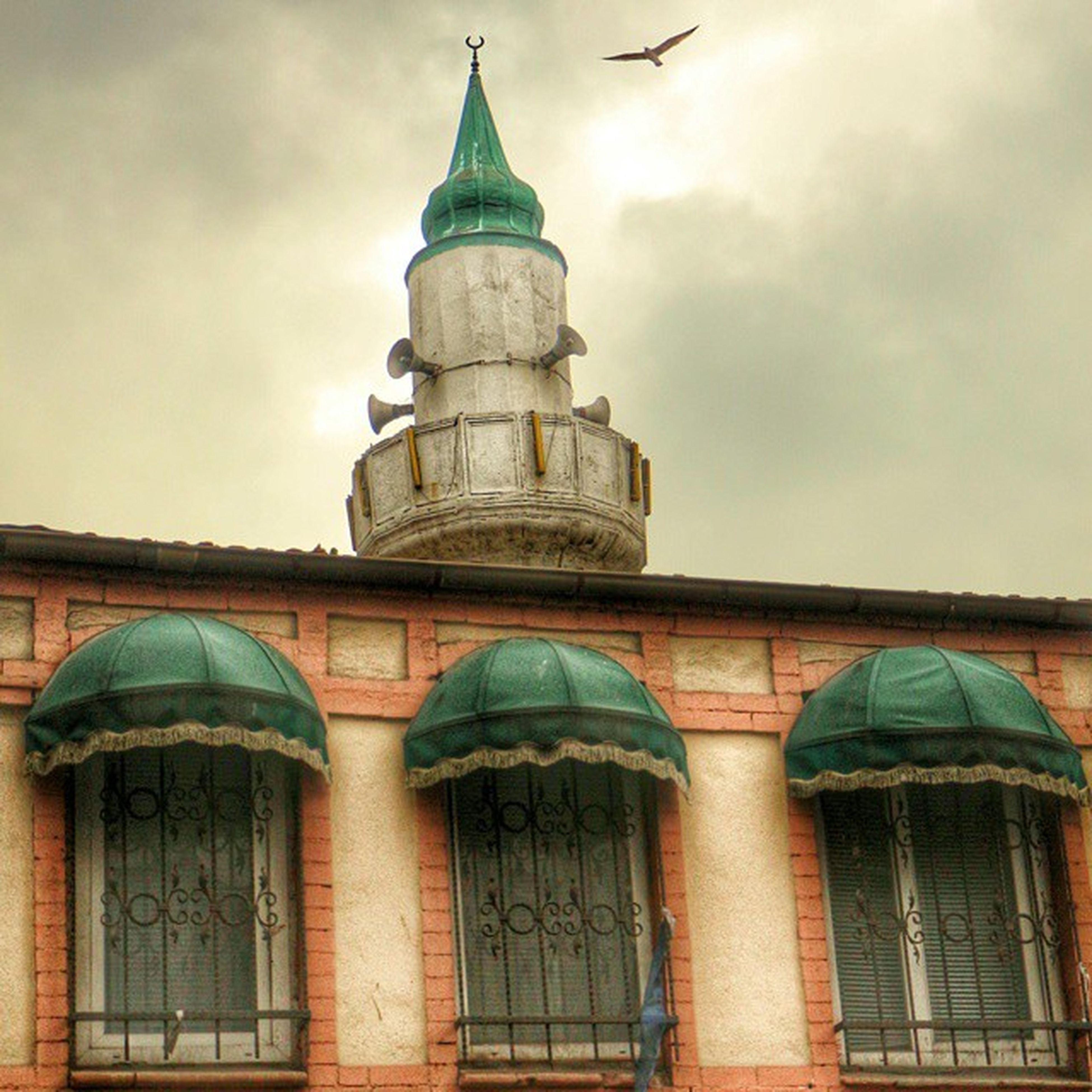 architecture, building exterior, built structure, sky, low angle view, cloud - sky, cloudy, cloud, arch, history, dome, church, place of worship, religion, outdoors, spirituality, facade, old, day