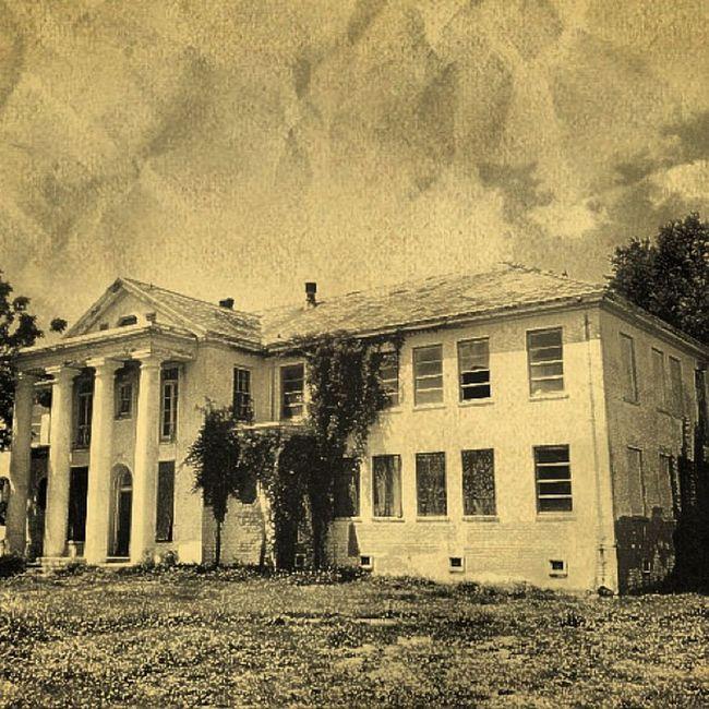Vintage Abandoned Creepy Vacant Haunted Ruins Ruin Louisiana South Historical Neworleans Shady Trailblazers_rurex Gentilly Deepsouth OutcastAmerica Oldsouth Onlylouisiana Louisianatravel Abandonedlouisiana Rsa_sepia