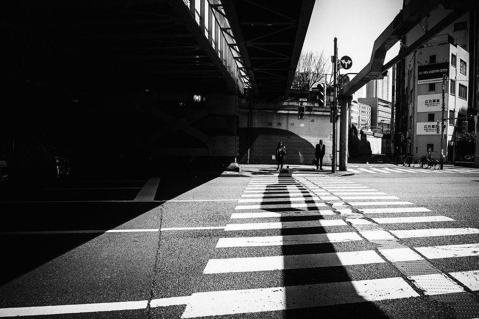 Welcome To Black Long Goodbye The Week Of Eyeem Monochrome Photography B&w Street Photography Streetphotography_bw Streetphoto_bw Japan Streetphoto Street Photography Black And White Tokyo Blackandwhite People Streetphotography Voidtokyo