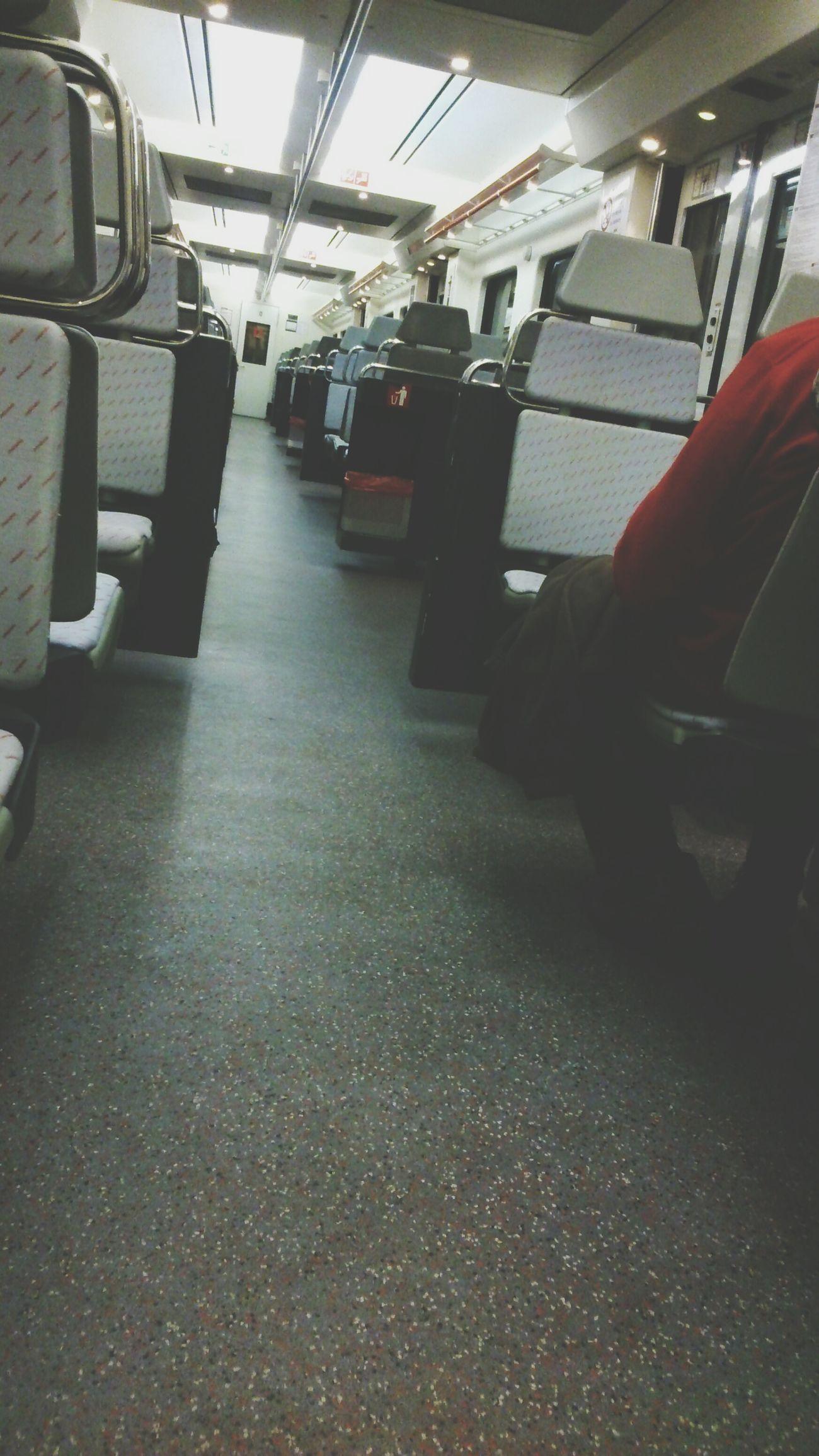 Train Morning por la mañana tempranito pillamos el trenecito Sleeping