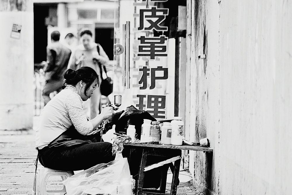 Young Adult Real People Men Two People Working Young Women Protective Workwear Adults Only Day Occupation Adult Outdoors Only Men People EyeEm Best Edits Shanghai People Photography City City Life EyeEm Best Shots Eye4photography  Enjoying Life Black And White Eye4photography  First Eyeem Photo