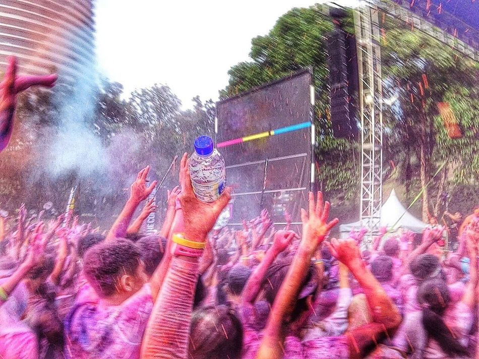 EyeEm Diversity Celebration Holi Fun Crowd Enjoyment Large Group Of People Powder Paint Outdoors Multi Colored Music Traditional Festival Human Hand Performance Togetherness Audience Human Body Part Excitement Men Spraying Day