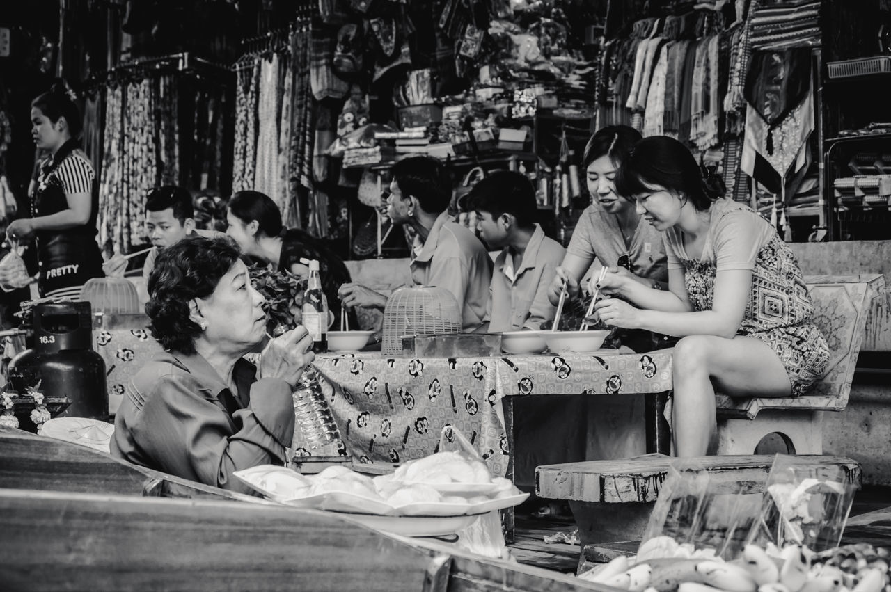Adult Adults Only Archival Black And White Business Business Finance And Industry Choice Customer  Day Floating Market Friendship Goods Indoors  Life Lunch Market Market Stall Monochrome Only Women People Real People Shops Traditional Culture Workshop Young Adult