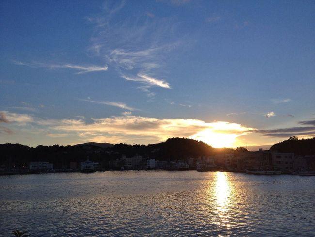 気仙沼港に映える夕陽。 IPhoneography Clouds And Sky