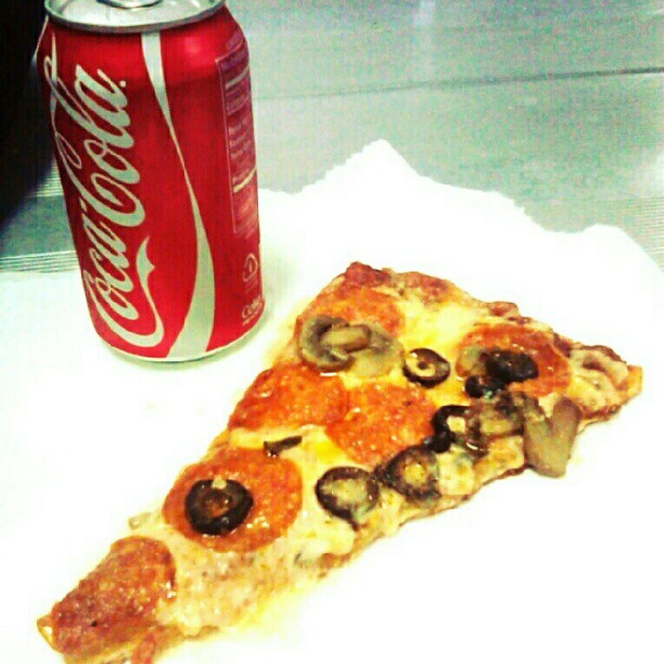 #lunch #pizza #me&eds #dietfail #foodie #foodporn #food #soda #cocacola #yum #yummy Yummy Lunch Me Food Pizza Yum Soda Cocacola Foodie Foodporn Dietfail Nylonsnack