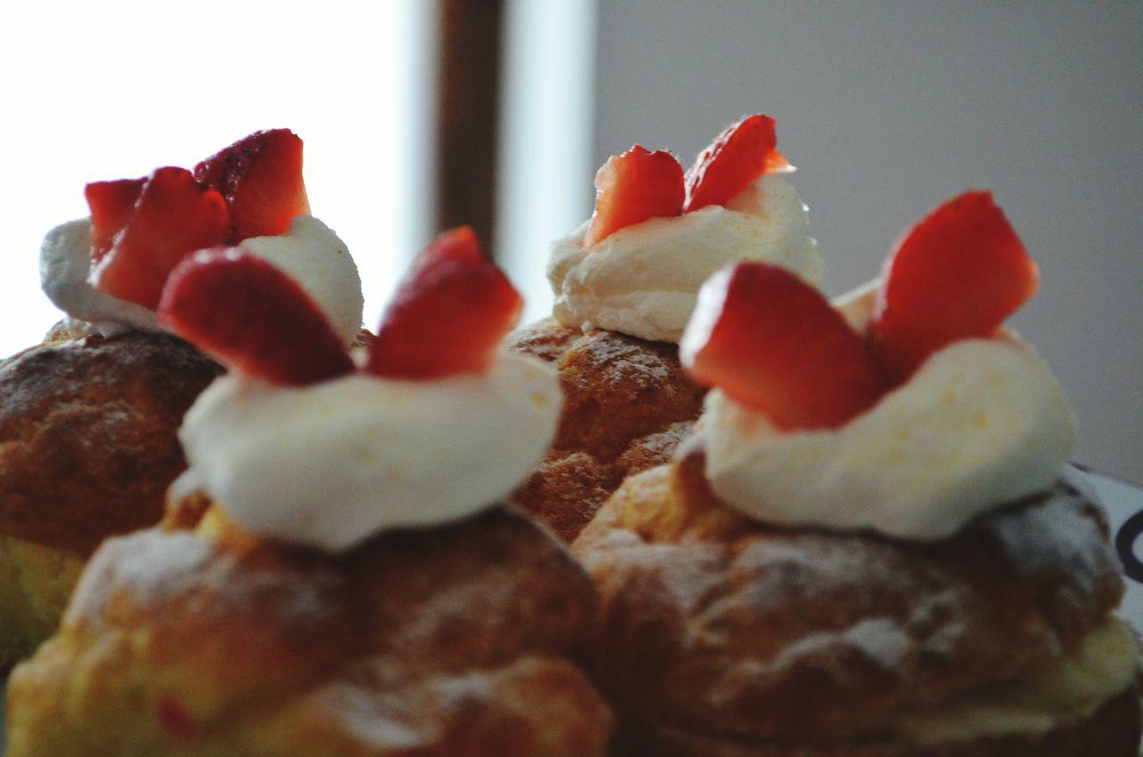 Squisito dolcetto... Minicake Strawberry Panna Fragole Bignè Amore Fantasia Pasticcini Pasticceria Golosità Dolcegusto