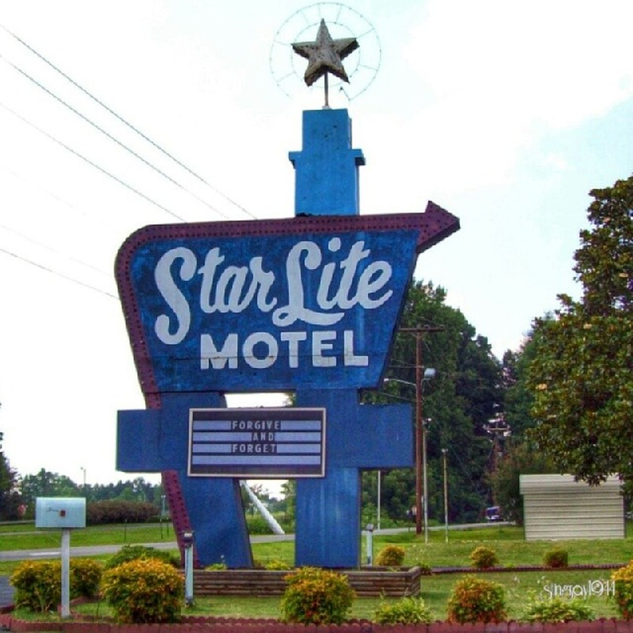 Star Lite in Mt. Airy, North Carolina Nothin' could be finer than to be in Carolina in the morning Instatune Sing_me_a_picture Signswitharrows Shutterbug_collective signgeeks trailblazers_rurex nothingisordinary nexus_nation patina_perfection pixoddinary bipolaroid_asylum exploring_shotz heyfred_lookatthis icu_usa infamous_family ipulledoverforthis igaa jj_unitedstates rous_roadsigns royalsnappingartists rsa_streetview rurex_lady