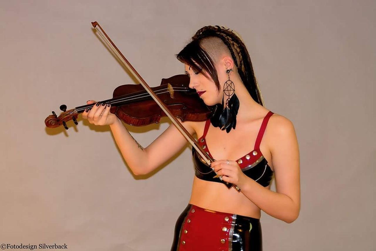 Young Adult Beauty Music Playing Violin One Young Woman Only Musical Instrument Beautiful Woman People Adult Adults Only String Instrument Only Women Day Young Women Latex Fetish Latexmodel