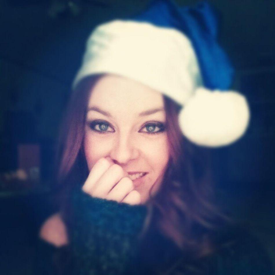 Day 19: Santa Hat // Have a wonderful Christmas you guys! Santiscoming Santaisawoman MerryChristmas