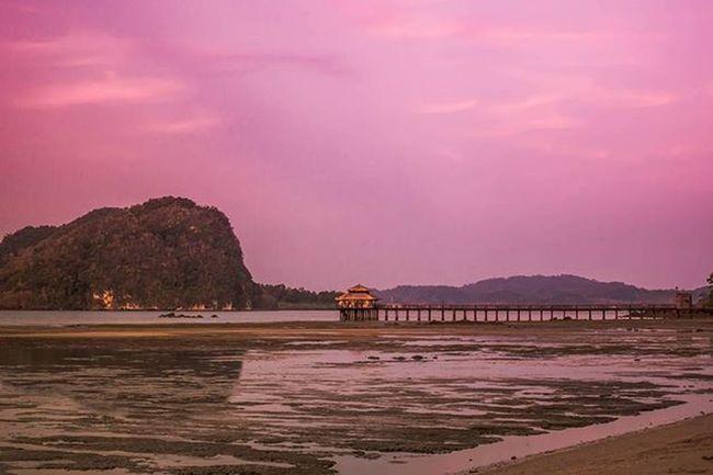 Sunrise from Westinlangkawi Westin Malaysia ASIA Nature Travel Natureporn Sunrises Sunrise Sonyrx100iv Beach Scenic